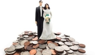 bridal-couple-money